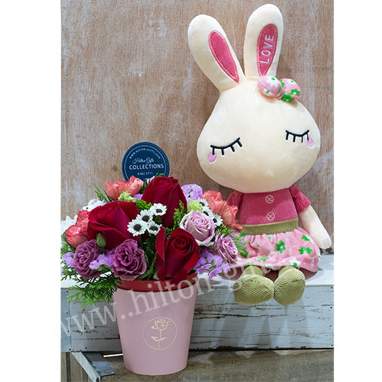 Table Bouquet & Rabbit