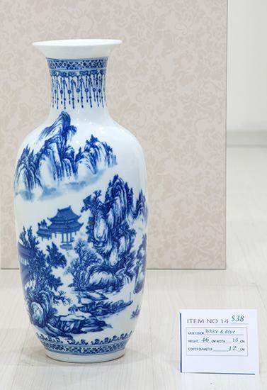 VASE (BLUE & WHITE)