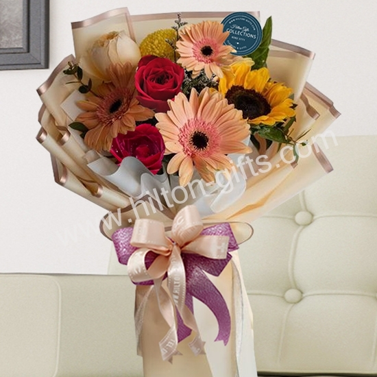 Hand Bouquet Mix Red Roses