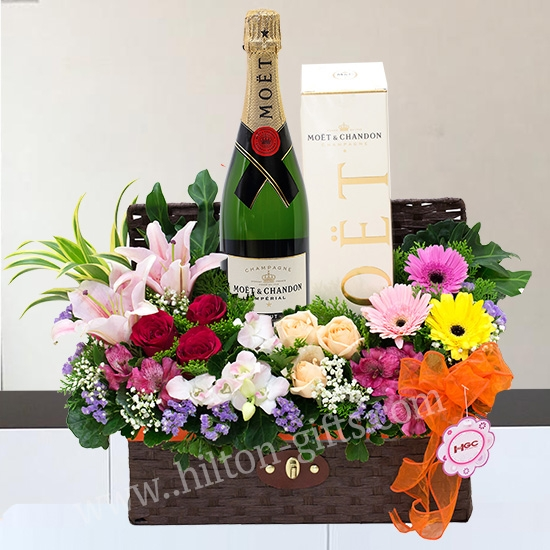 Moet & Chandon Brut Imperial Champagne Hamper & wine